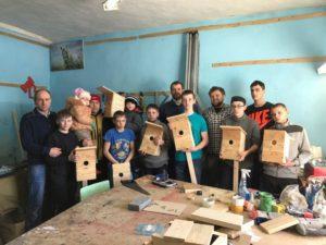 В городе Топки, Кемеровской области активисты Общего Дела провели мастер-класс по изготовлению скворечников