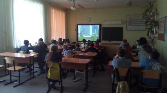 Разговор о вреде курения провели активисты ООО «Общее дело» с учащимися общеобразовательной щколы № 33 города Петрозаводска
