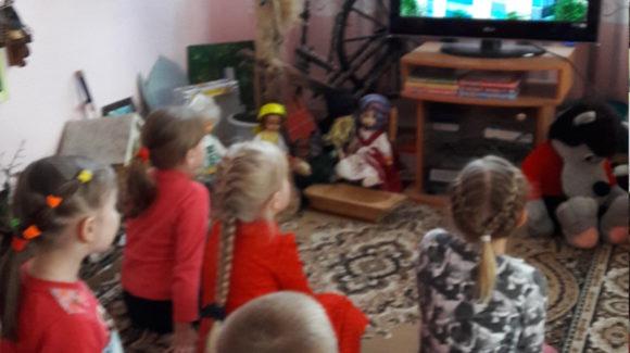 Активисты ОО «Общее дело» провели интерактивные занятия с просмотром фильмов для персонала и обучающих  Пушкиногорского детского сада «Сказка»