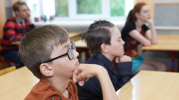 Школьникам Южно-Сахалинска рассказывают о вреде курения при помощи современных технологий