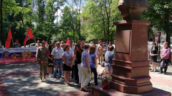 Общее дело приняло участие в церемонии возложения цветов к памятнику погибшему в Сирии летчику