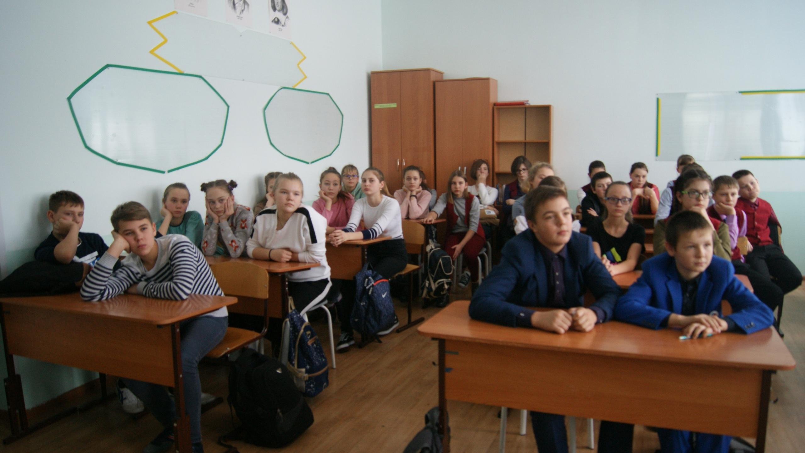 """Общее дело на акции """"Молодежь выбирает жизнь"""" в Ужурской школе №3"""