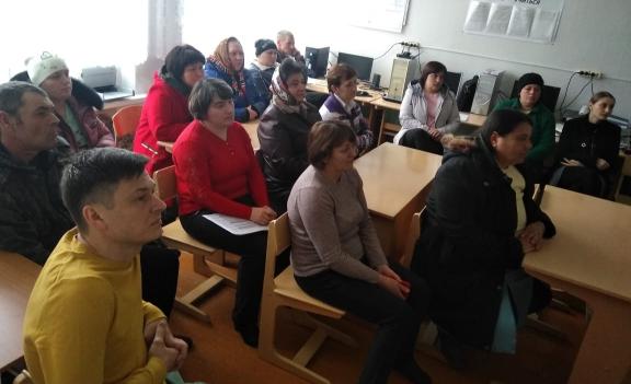 Общее дело на родительском собрании в Лукичёвской средней школе Милютинского района Ростовской области