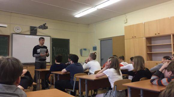 После прослушивания экспертной лекции на темуникотинозависимости школьники добровольно сдаливейпы