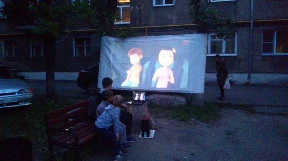 Летний кинотеатр в Мичуринске. Занятия во дворе