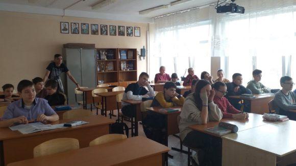 Добровольцы Ачинского колледжа отраслевых технологий и бизнеса провели занятие в школе №15