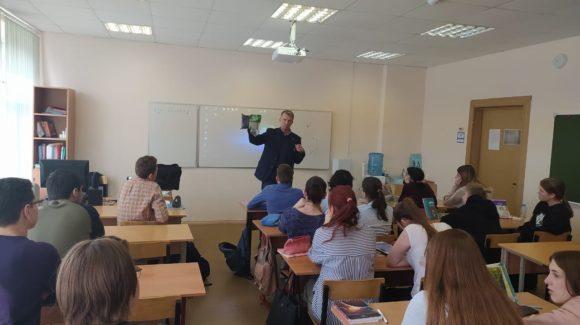 Серия профилактических уроков в московской школе №998