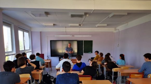 Работа со старшеклассниками московской образовательной системы №444