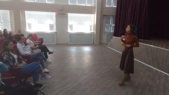 Занятие для девочек 10-х классов в Ставропольской школе №45